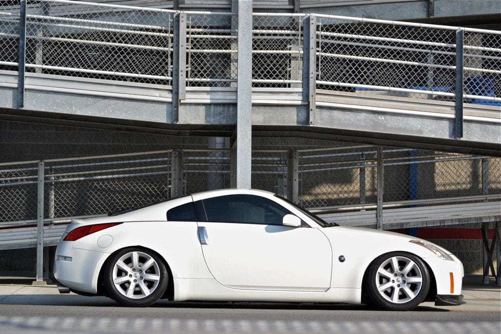 Nissan 350z lowered on Fortune Auto 500 Series coilovers