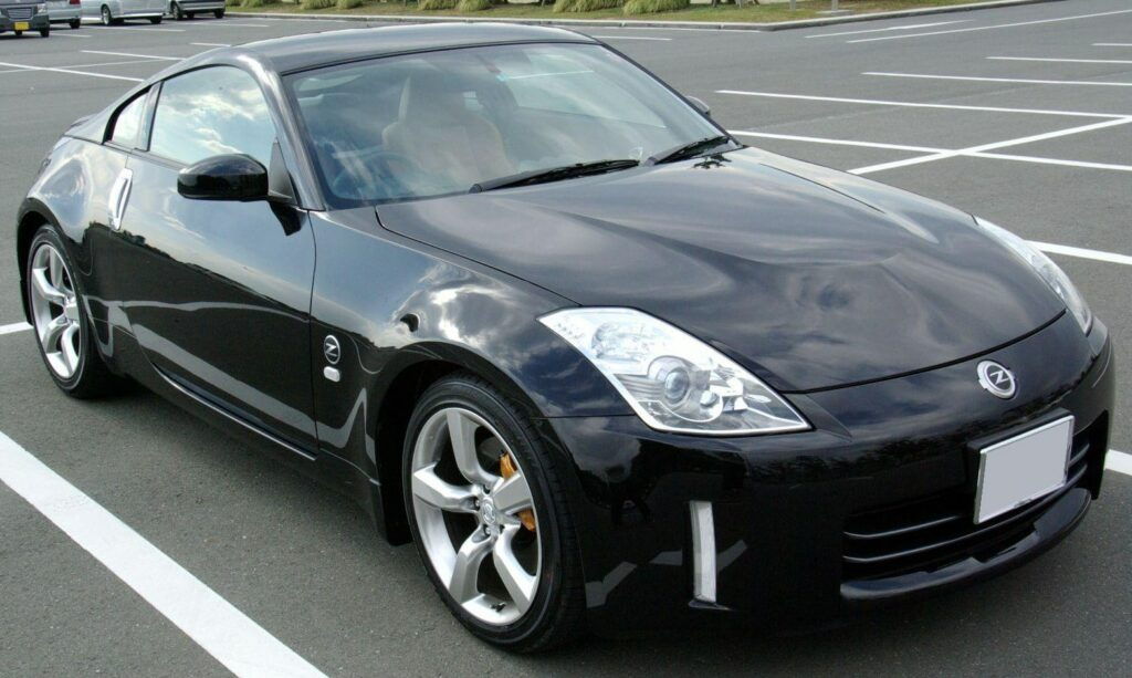 "A 2007 Nissan 350z with the ""bulging hood"""