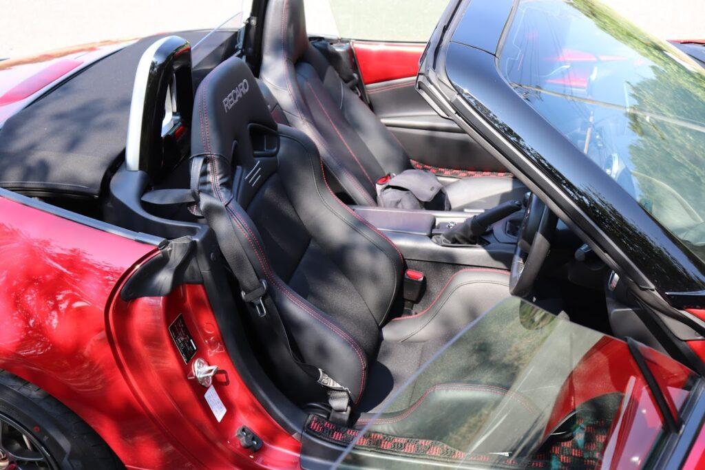 A Mazda Miata (MX-5) ND with Recaro SR-7 Lassic Seat