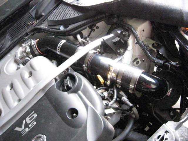 Nissan 350z engine bay with Nismo R-Tune cold air intake installed