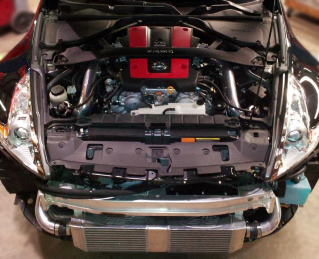 STS's 370z single turbo install leaves the engine bay uncluttered